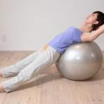 【美容や妊婦さんに】バランスボールの効果と運動方法