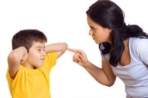 子供を叱る