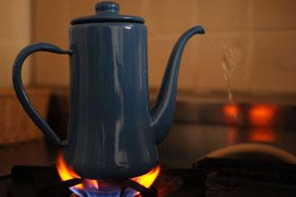 お茶を煮出す