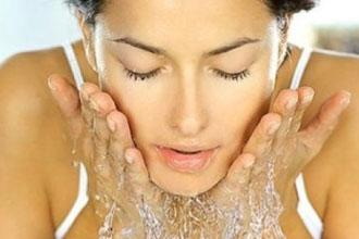 洗顔で治す