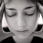 片頭痛は肩こりが原因?即効性のある治し方とは?