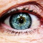 目元の小じわの原因と消す方法