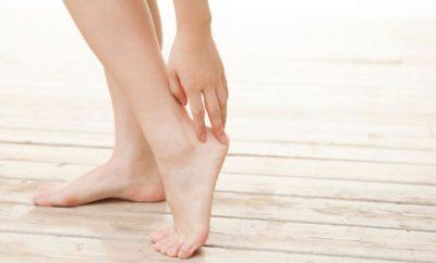 足のくるぶし痛み