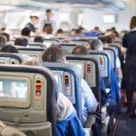 【子供との飛行機旅】機内でぐずらせない過ごし方とは?