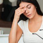 目の疲れは温める?冷やす?眼精疲労の効果的な解消法