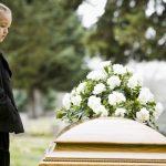 【家族葬のメリット・デメリット】通常のお葬式との違いは?